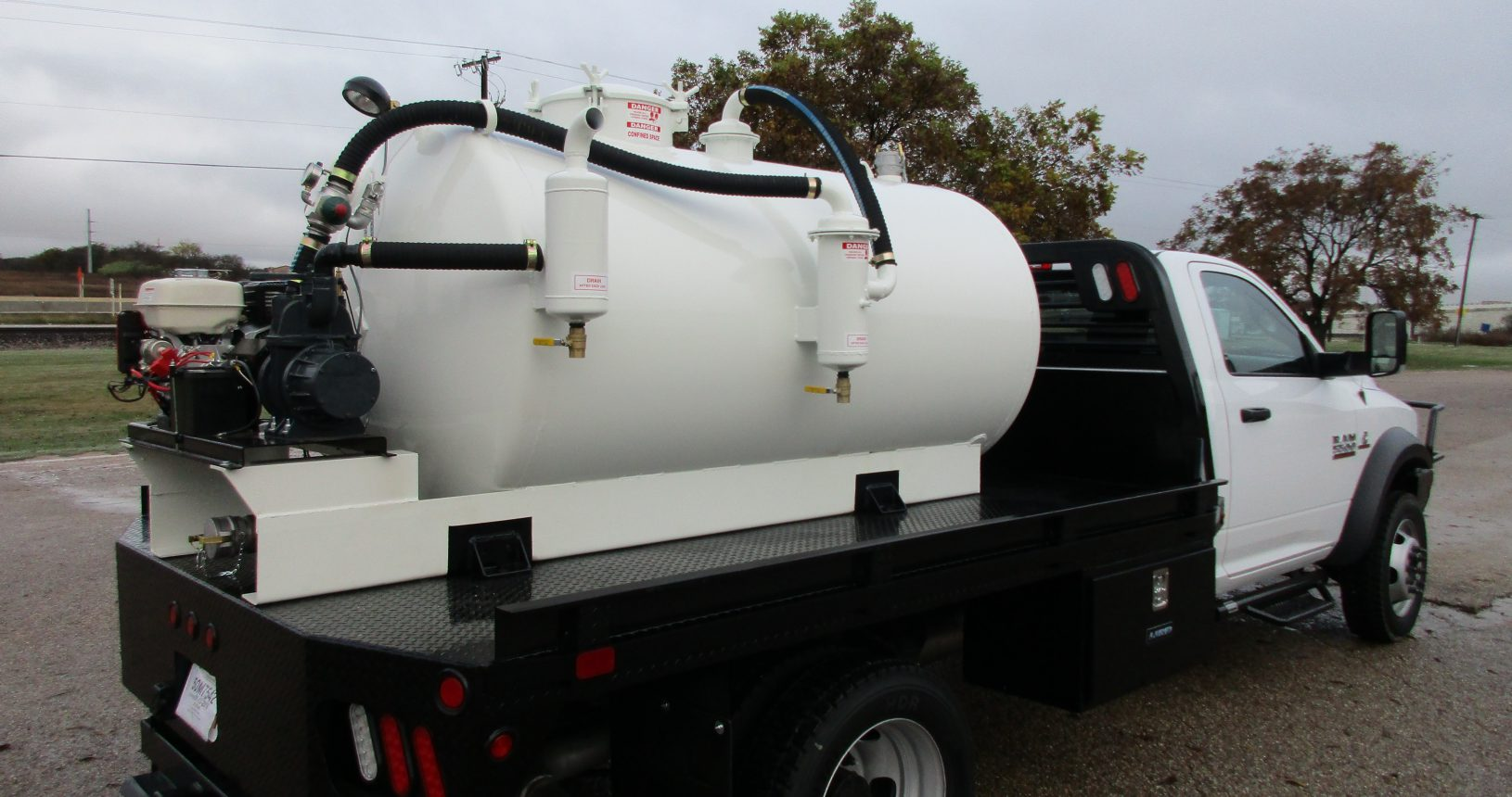 Sable 700 gallon slide-in on a flatbed
